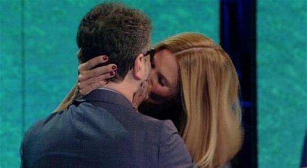 Bossari ha baciato Ilary Blasi? Filippa
