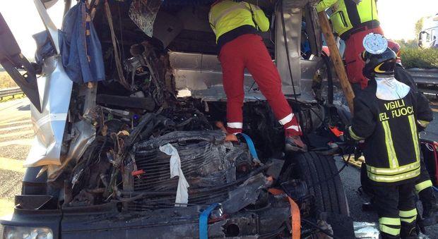 Tamponamento fra camion tra Palmanova e Villesse: tratto chiuso fino alle 18