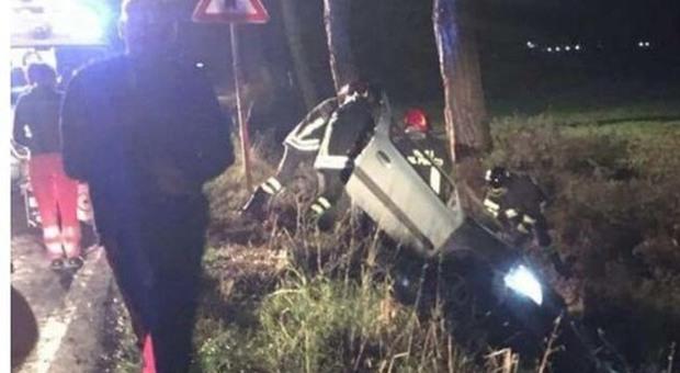 Auto fuori strada nella notte, muore il 27enne Marco Mancini
