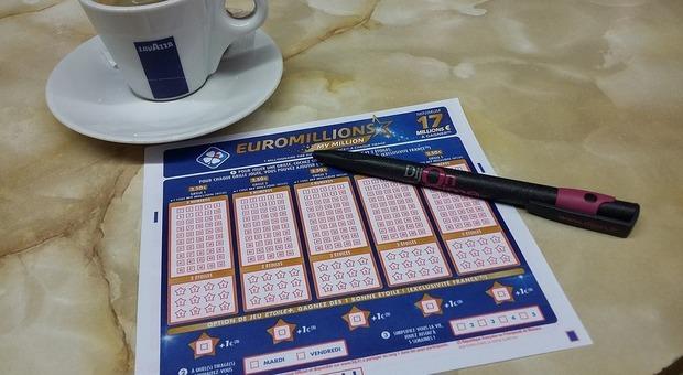 Euromillions, vince 65 milioni di euro ma gli negano il premio: ecco cosa è successo